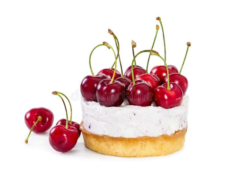 Pastel de queso con las cerezas dulces frescas imagen de archivo