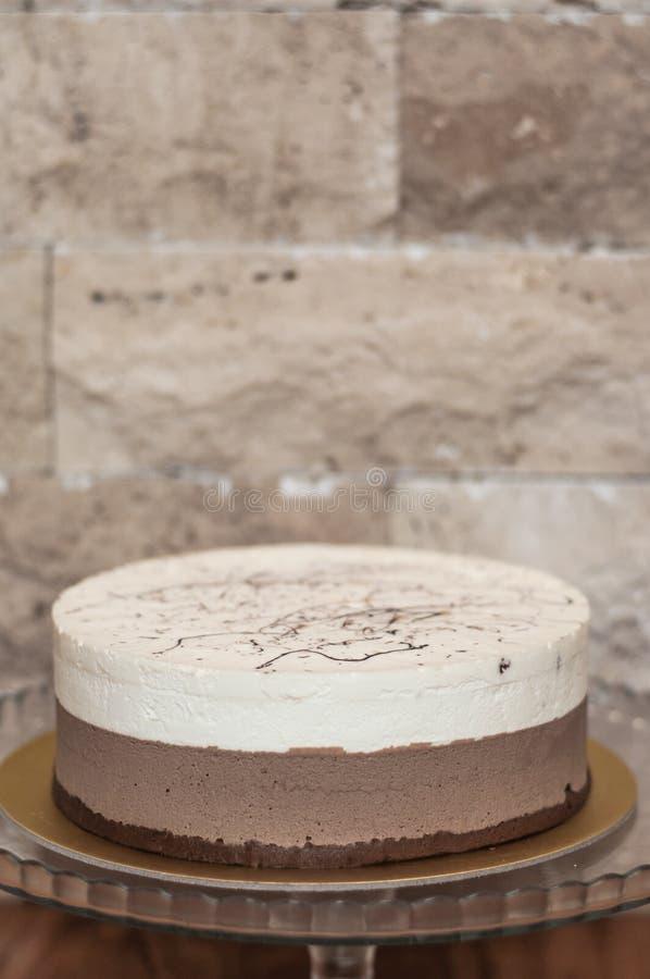 Pastel de queso cremoso de la crema batida del cacao foto de archivo