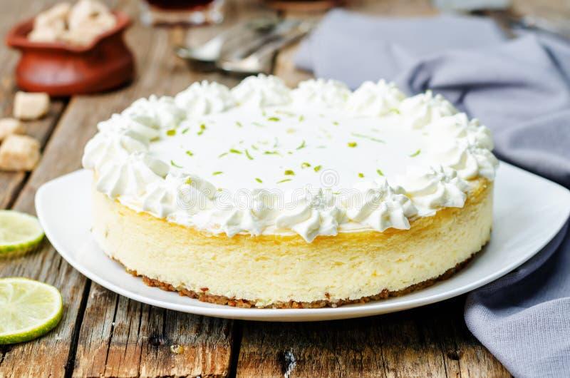 Pastel de queso de la cal fotografía de archivo libre de regalías