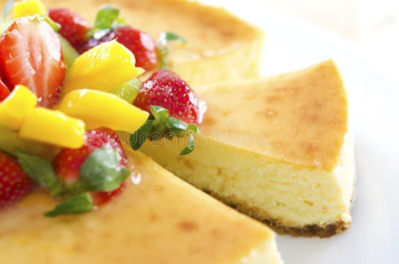 Pastel de queso de la fruta de pasión imagenes de archivo
