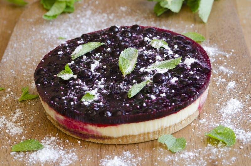 Pastel de queso de la grosella negra imágenes de archivo libres de regalías