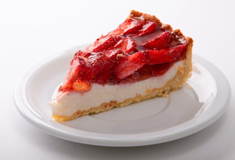 pastel de queso delicado de la fresa en una placa blanca Macro fotografía de archivo libre de regalías