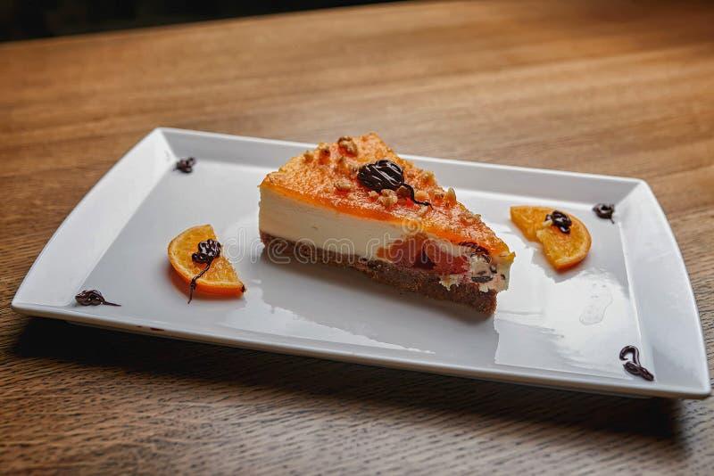Pastel de queso en azúcar en polvo fotografía de archivo libre de regalías