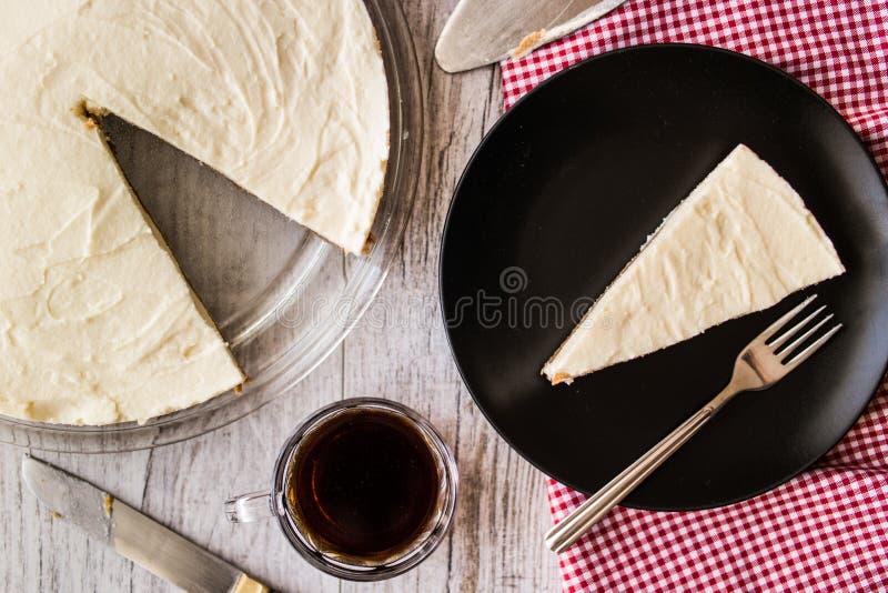 Pastel de queso hecho en casa de Nueva York con café foto de archivo libre de regalías
