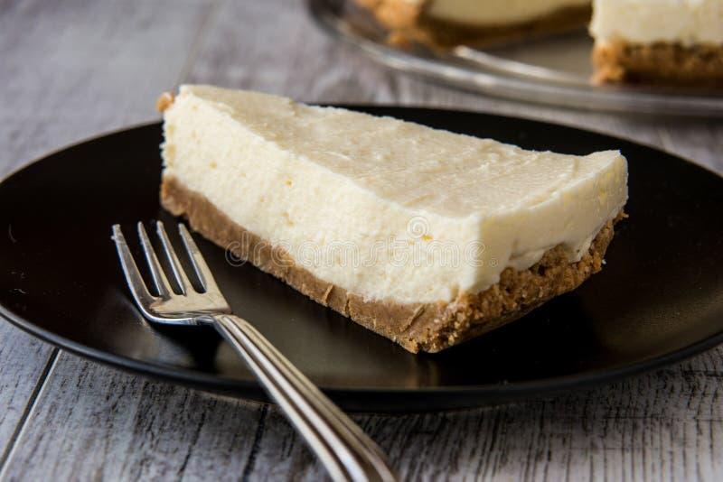Pastel de queso hecho en casa de Nueva York con la bifurcación imagen de archivo