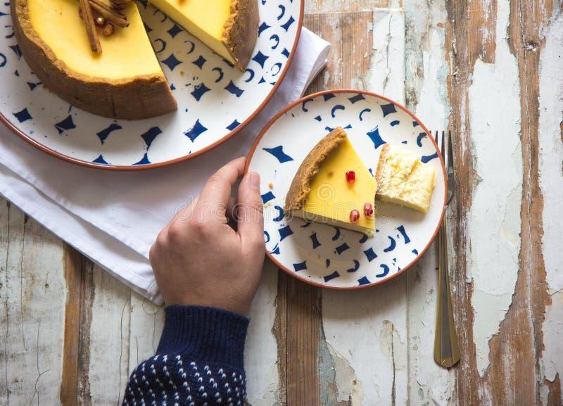 Pastel de queso de la naranja de la Navidad Receta tradicional de la torta del invierno del pastel de queso festivo de la Navidad fotografía de archivo libre de regalías