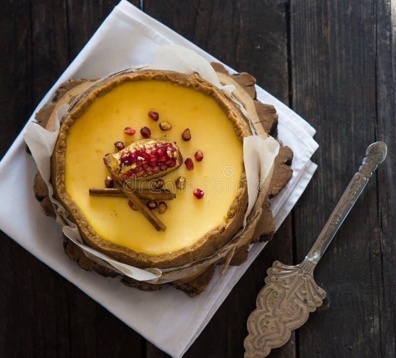 Pastel de queso de la naranja de la Navidad Receta tradicional de la torta del invierno del pastel de queso festivo de la Navidad fotos de archivo