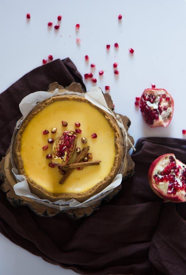 Pastel de queso de la naranja de la Navidad Receta tradicional de la torta del invierno del pastel de queso festivo de la Navidad imágenes de archivo libres de regalías