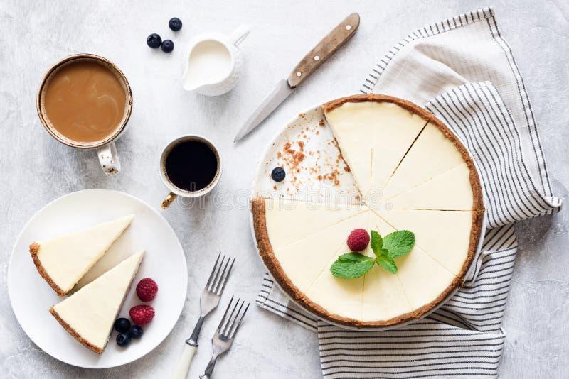 Pastel de queso y café clásicos, visión superior de Nueva York foto de archivo libre de regalías