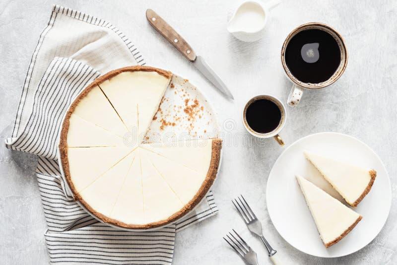 Pastel de queso y café clásicos, visión superior de Nueva York foto de archivo