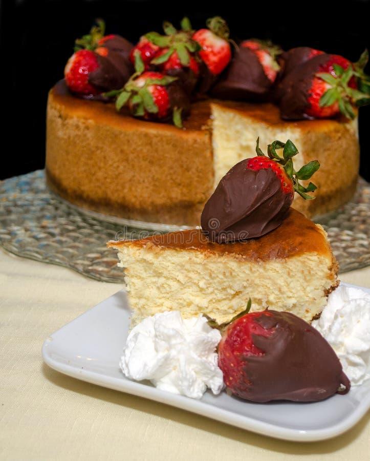 Pastel de queso y fresas foto de archivo libre de regalías