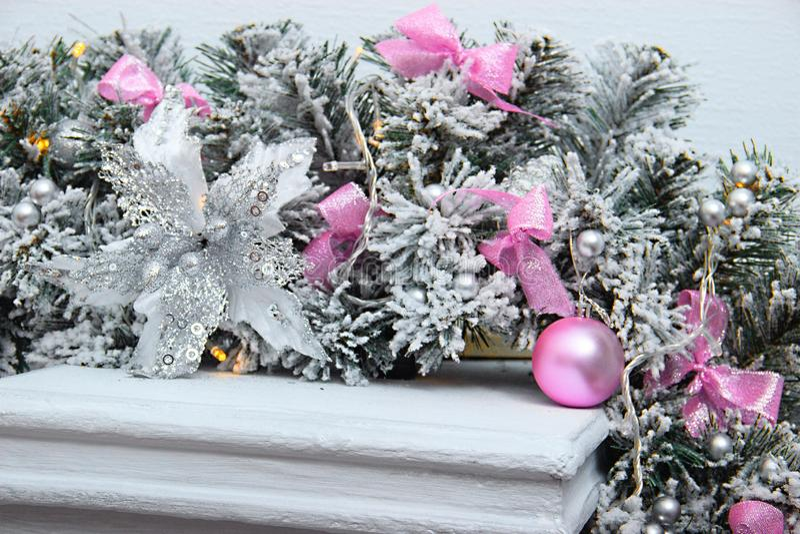 Pastel menchie i srebro barwiliśmy dekorację dla bożych narodzeń graby dekoracja dla szczęśliwego nowego roku fotografia royalty free