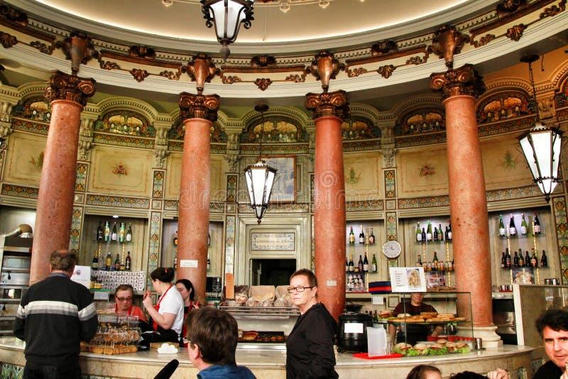 Pastelaria bonita desde o início do século em Lisboa fotos de stock royalty free