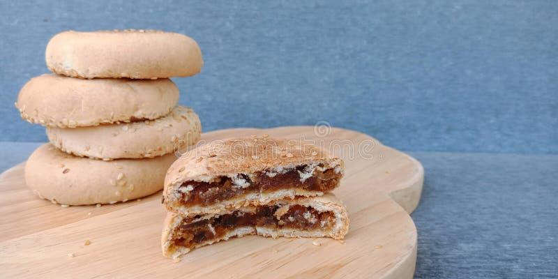 Pastelaria chinesa: bolo do feij?o com enchimento doce do feij?o foto de stock royalty free
