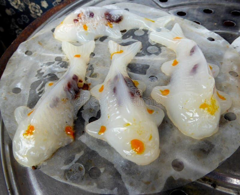 Pastelaria dada forma peixe dourado imagens de stock