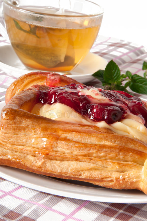 Download Pastelaria De Sopro Da Cereja Imagem de Stock - Imagem de gourmet, bolo: 26515981