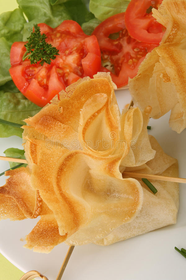 Pastelaria e salada de Filo foto de stock royalty free