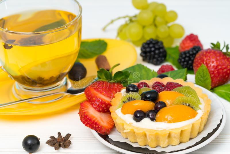 Pastelaria misturada fresca do fruto e do creme fotos de stock royalty free