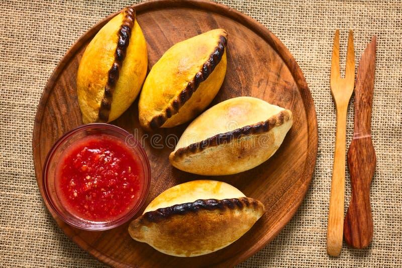 Pastelarias da carne de Saltenas do boliviano fotos de stock