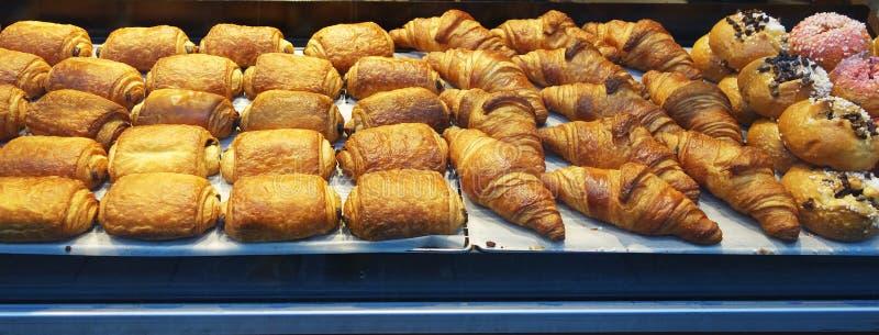 Pastelarias francesas na exposição imagens de stock royalty free