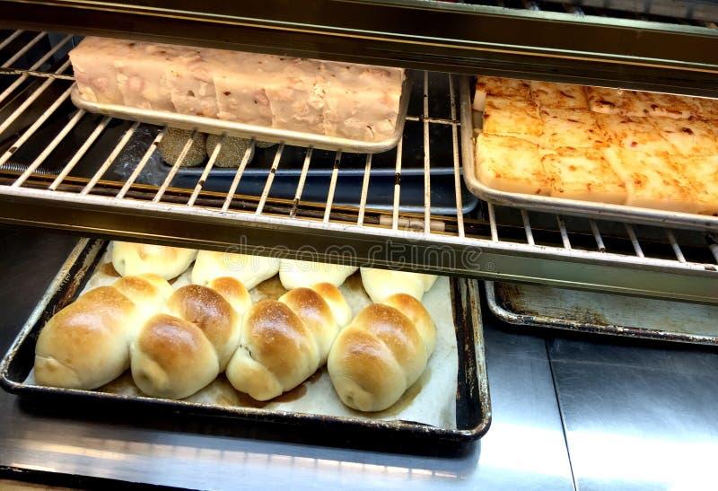 Pastelarias saborosos em uma padaria chinesa imagem de stock royalty free