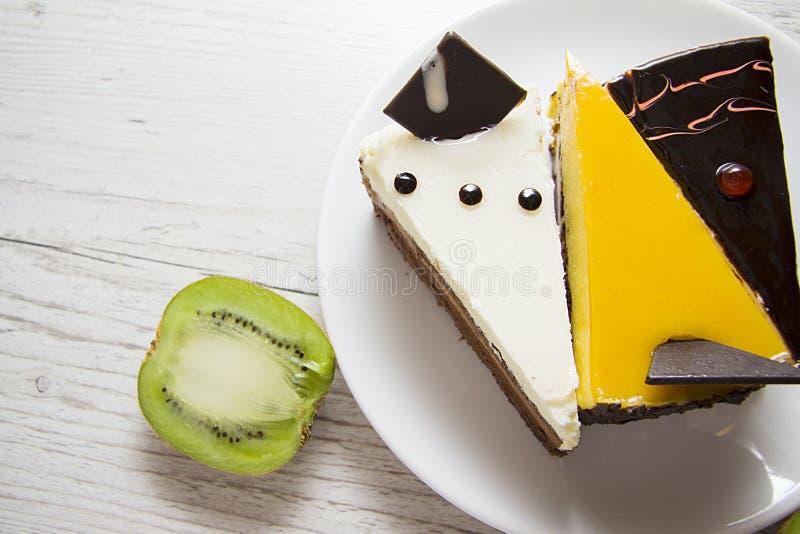 Pasteles de queso deliciosos en fondo de madera imagen de archivo libre de regalías