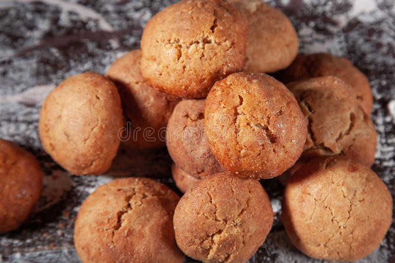 Pasteles dulces Galletas y pan de jengibre redondos hechos en casa foto de archivo libre de regalías