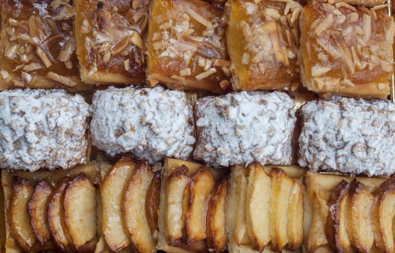 Pasteles dulces, pasta de hojaldre con el azúcar en polvo, con las nueces de pino, con el atasco hecho de la calabaza de Tailandi foto de archivo libre de regalías