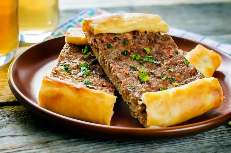 Pasteles turcos tradicionales con la carne fotografía de archivo libre de regalías