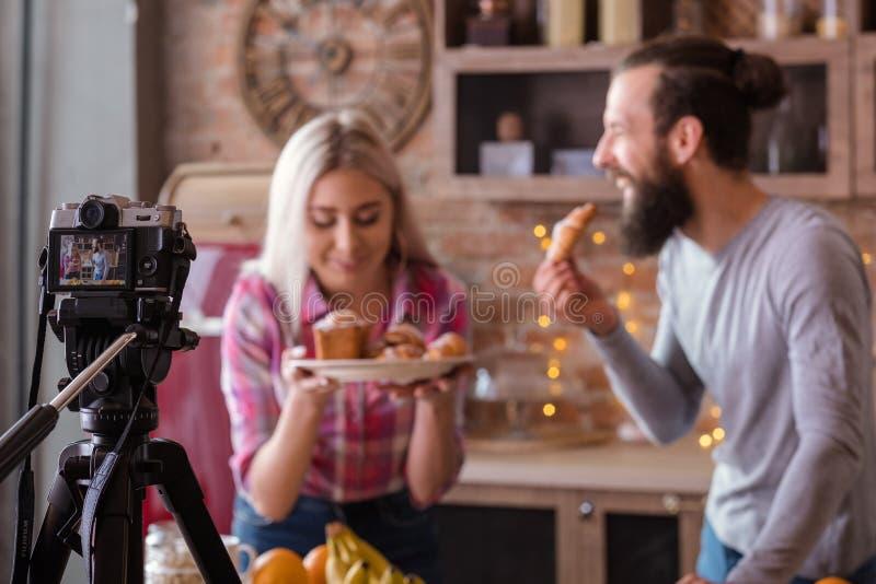Pasteles video de las tortas de la afición del blog que cuecen culinario imagenes de archivo