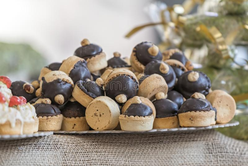 Pasteleses y dulces para los días de fiesta imagenes de archivo