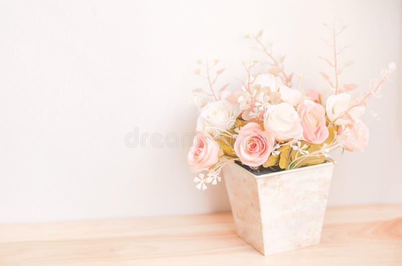 Pastell färgade konstgjorda rosa Rose Wedding Bridal Bouquet i f arkivbilder