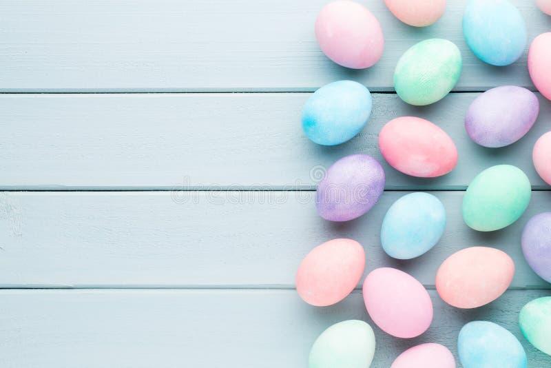 Pastell-Osterei-Hintergrund Greating Karte des Frühlinges lizenzfreie stockfotografie