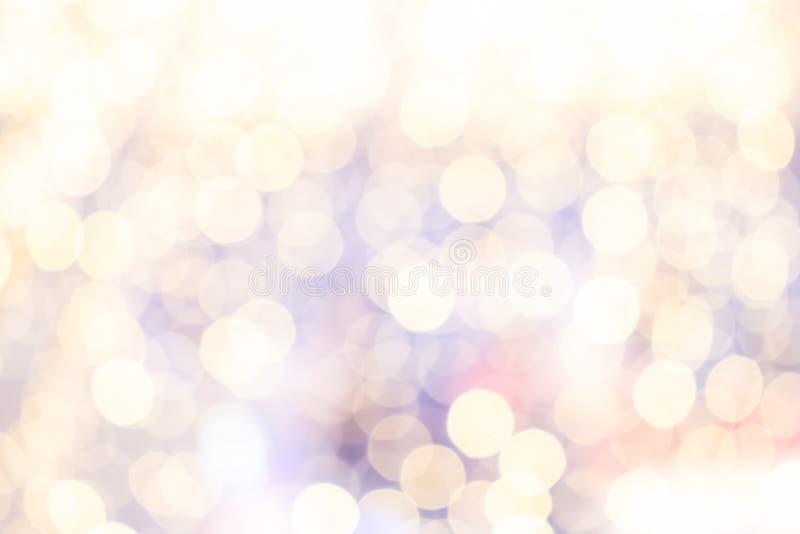 Pastellf?rgad bokehbakgrund av h?rligt ljus fr?n gallerian Julfilial och klockor royaltyfria bilder