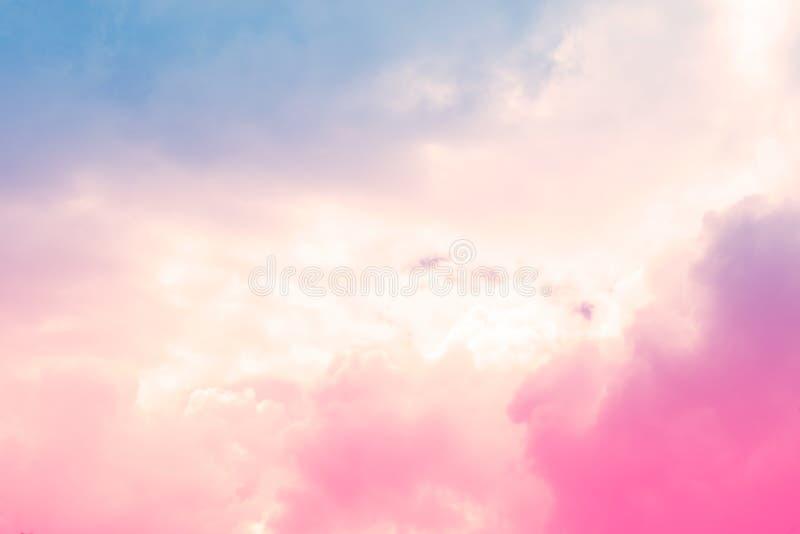 Pastellfärgad färgrik bakgrund för mjukt molnhimmelabstrakt begrepp royaltyfri fotografi
