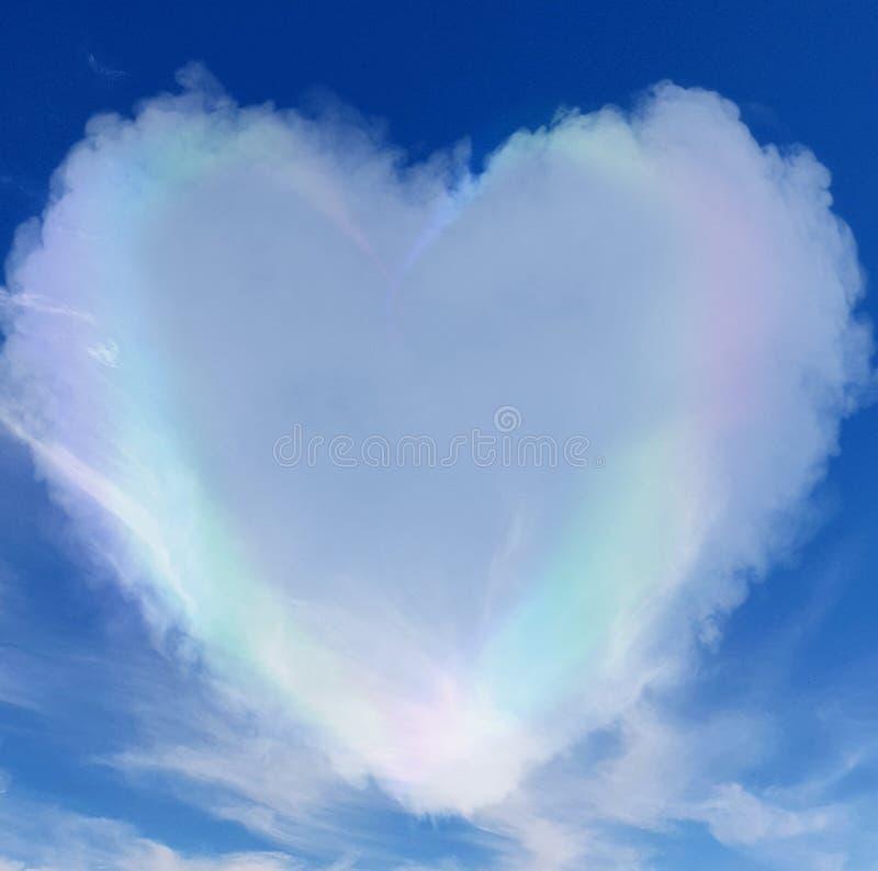 Pastellfärgat hjärtamoln i himlen fotografering för bildbyråer