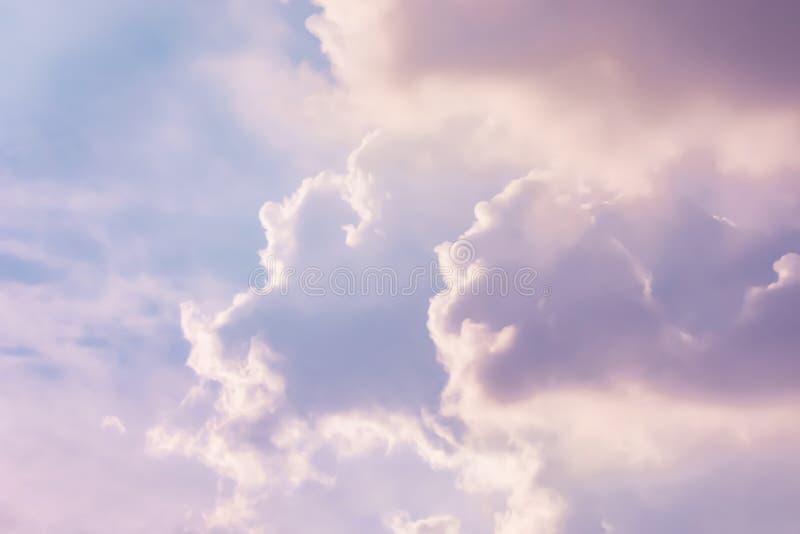 Pastellfarbe von Wolken auf dem Himmel lizenzfreie stockfotos