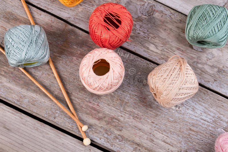 Pastelltöne des schönen Threads für das Stricken stockfotografie