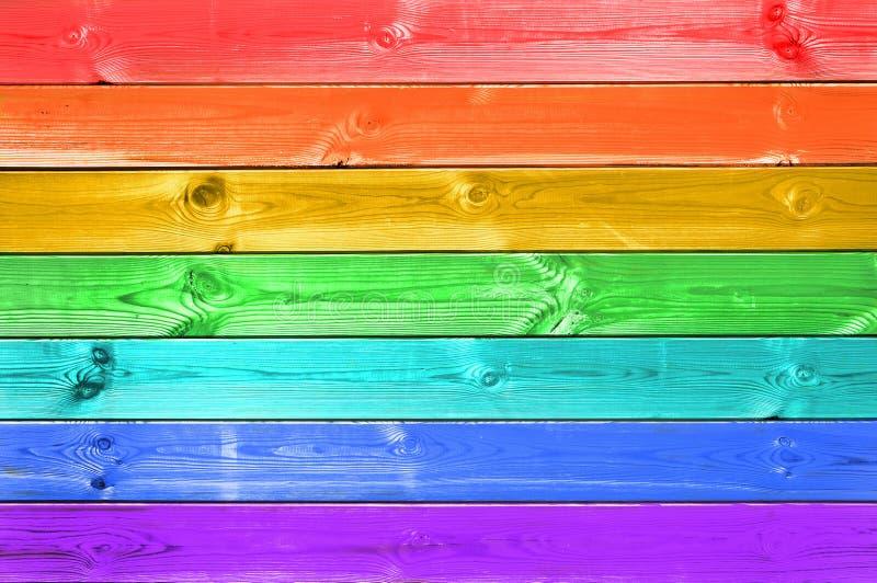 Pastelowa kolorowa tęcza malujący drewno zaszaluje tło, lgbt pojęcie fotografia royalty free