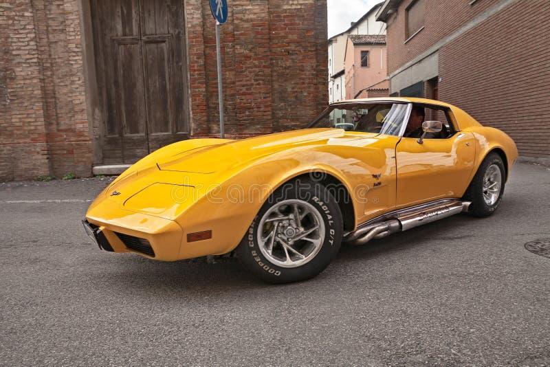 Pastenague américaine classique de Cheevrolet Corvette C3 de voiture de sport des années '70 avec l'échappement latéral de tuyaux image stock