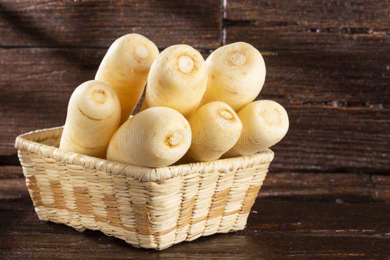 Pasternaki, selerowy creole, racacha, virraca, biała marchewka - Arracacia xanthorrhiza zdjęcie royalty free