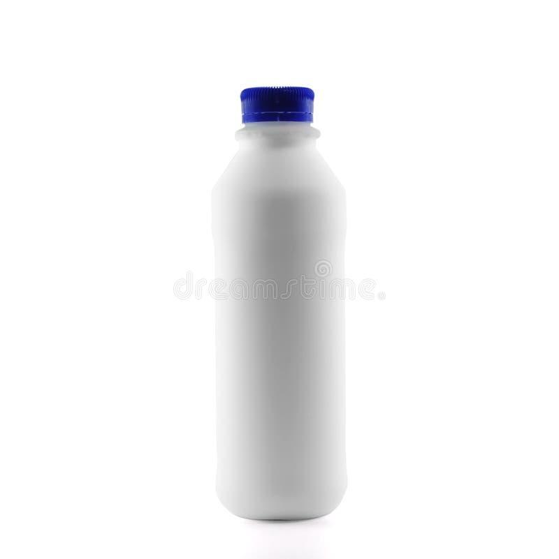 Pasteryzujący mleko odizolowywający na białym tle z ścinek ścieżką zdjęcie royalty free