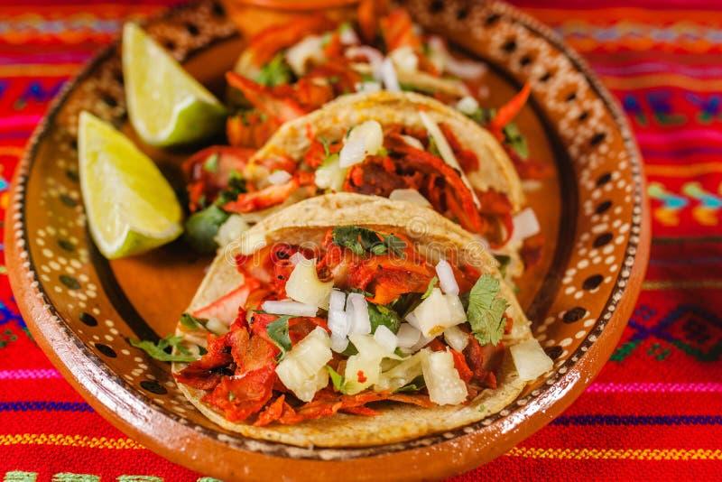 Pasteur d'Al de Tacos et nourriture épicée mexicaine de citron à Mexico images libres de droits
