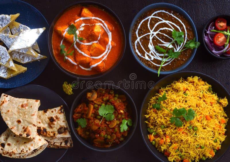 Pasti vassoio-indiani punjabi del non vegetariano per il partito fotografie stock