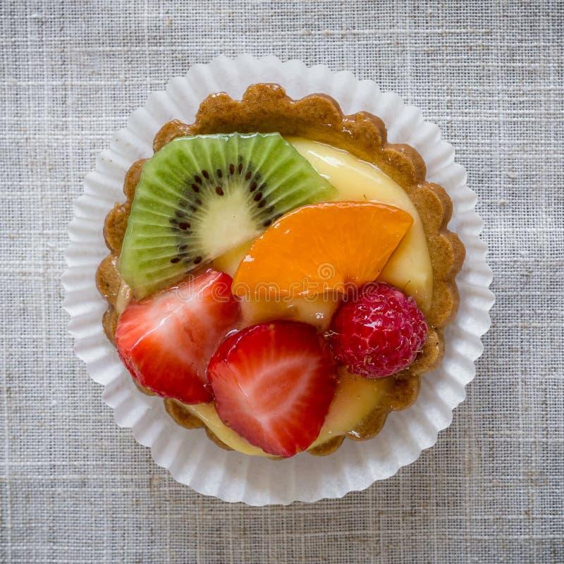 Download Pasticceria con frutta immagine stock. Immagine di spazio - 56875895