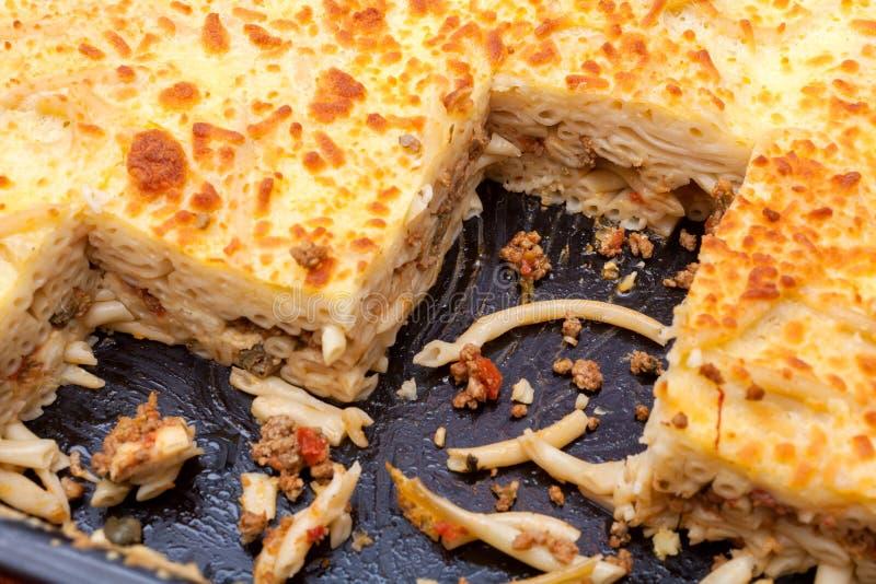 Pastitsio - grego mergulhado, prato cozido da massa imagem de stock