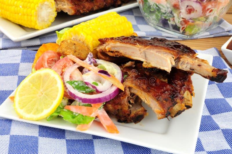 Pasto arrostito col barbecue delle costole di carne di maiale immagine stock libera da diritti
