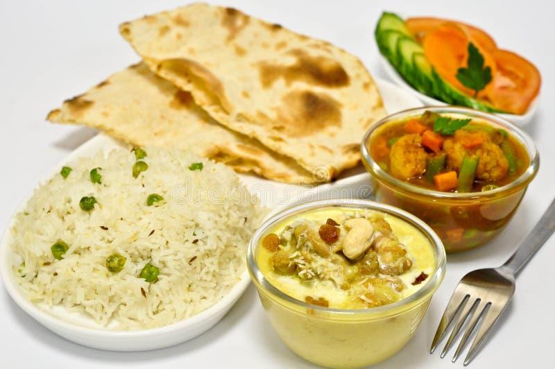 Pasto indiano con il pollo Korma immagini stock libere da diritti