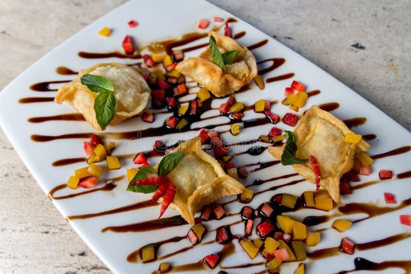 Pasto indiano dell'antipasto delizioso su un ristorante operato fotografia stock