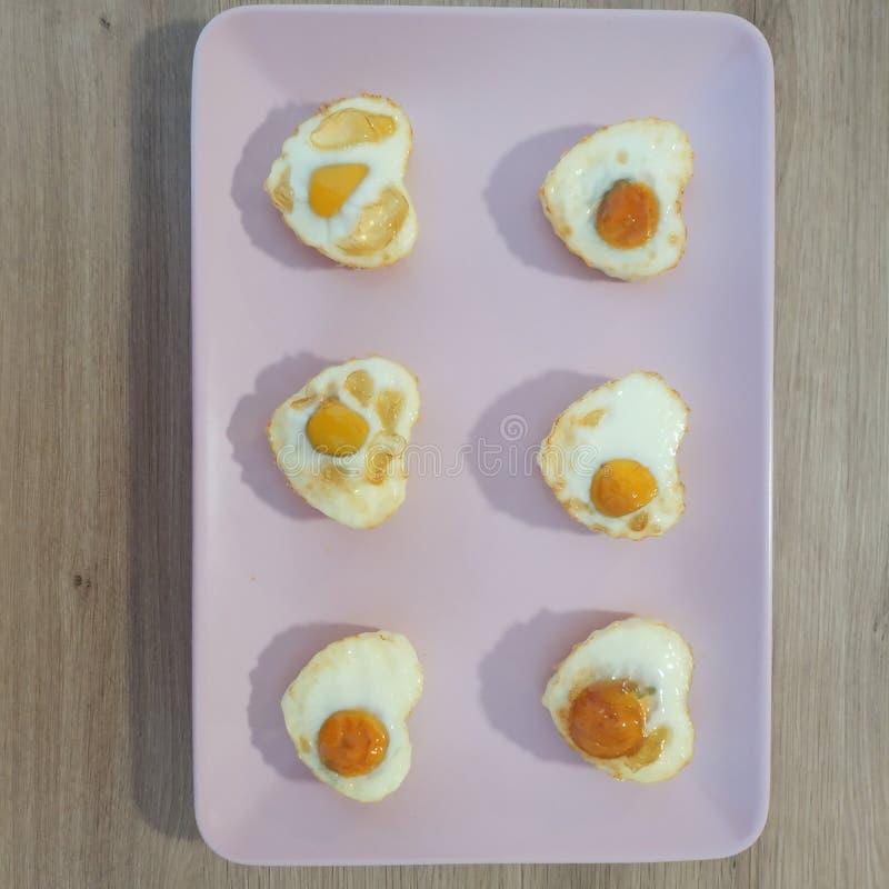 Pasto Ketogenic, formaggio, salame, lattuga, panino delle olive Alimento del cheto per perdita di peso Dieta sana immagini stock